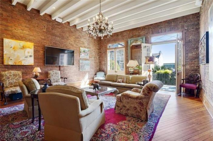New-Orleans-French-Quarter-townhouse-for-sale