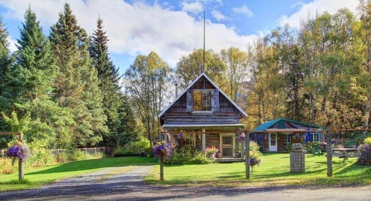 Log cabin for sale in Alaska