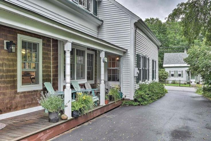 Colonial home for sale in New Hampshire