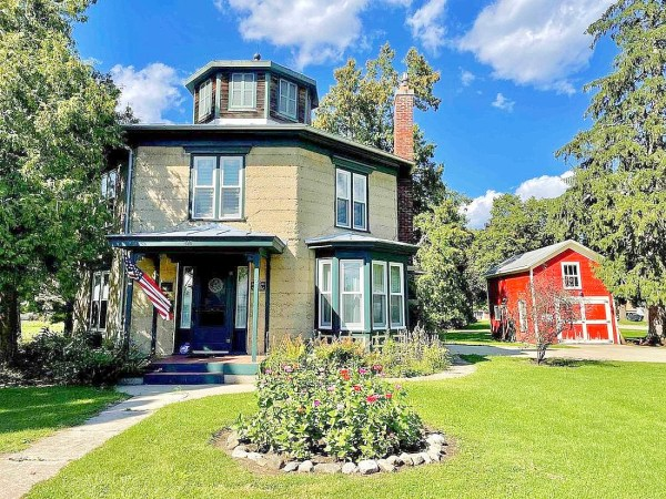 1850 Octagon house for sale in Wisconsin
