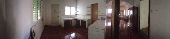panoramic view of the kitchen area (to the left) & the sala