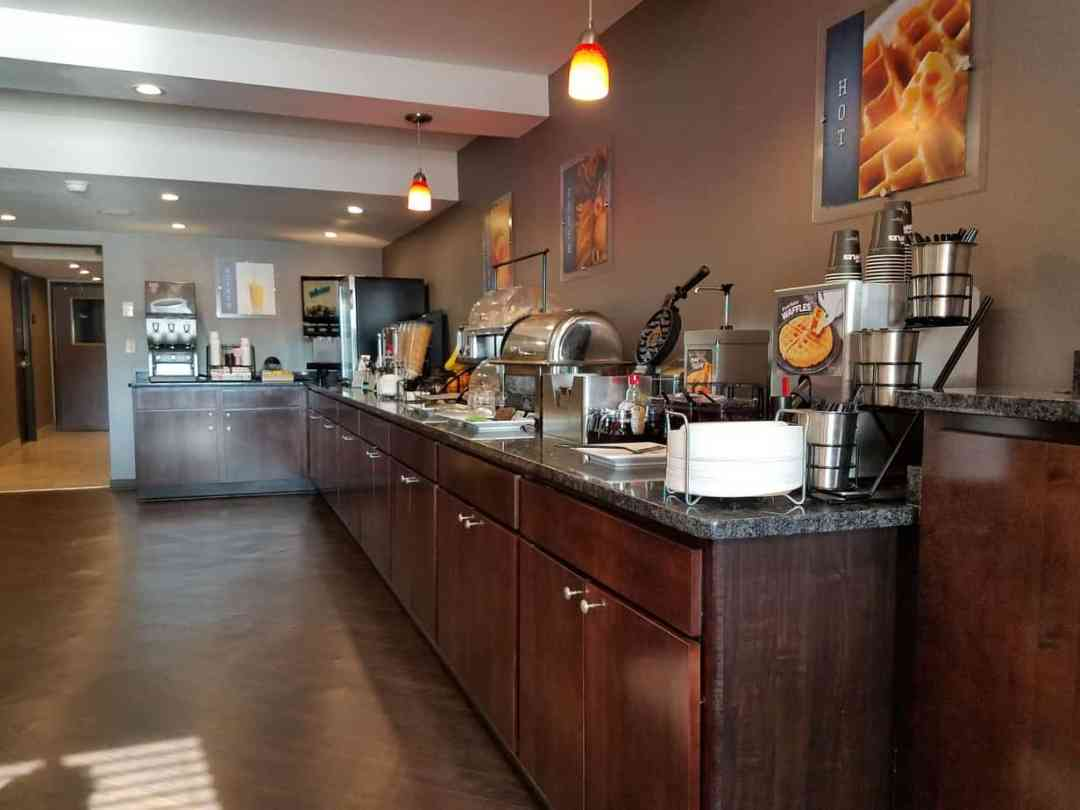 Best Western University Inn at Valparaiso - Breakfast Bar