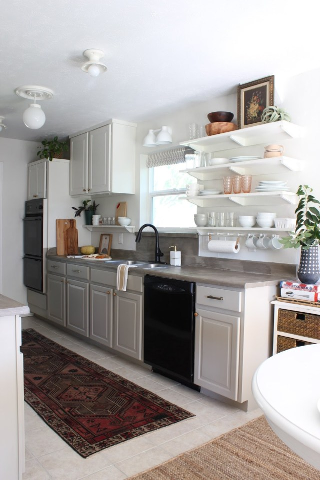 budget friendly kitchen makeover full of DIY projects and second hand finds.