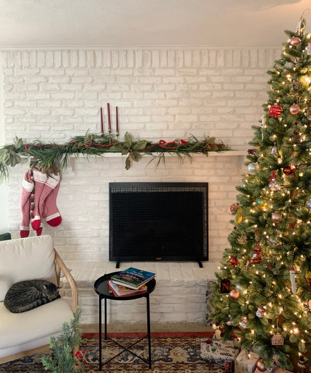 christmas mantel overgrout fireplace
