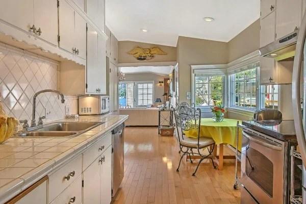 Luxury Living Cape Cod HouseBoat