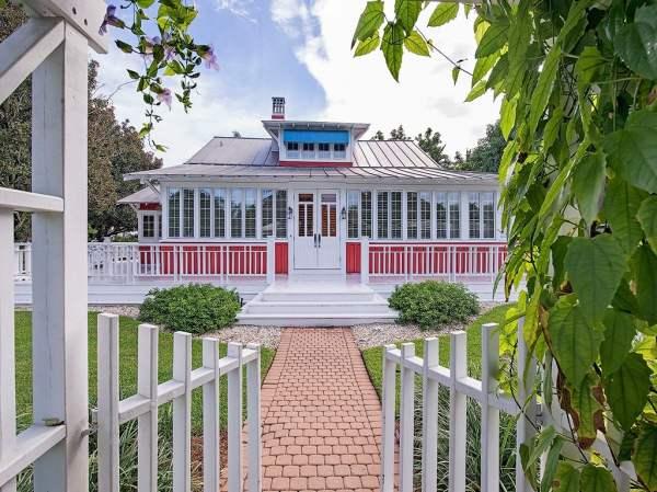 Restored Old House For Sale: Darling 1921 Cottage