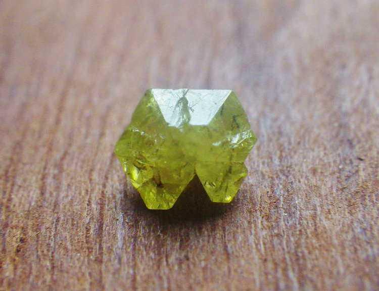 chrysoberyl_crystal_0.95ctmadagascar_c7-1