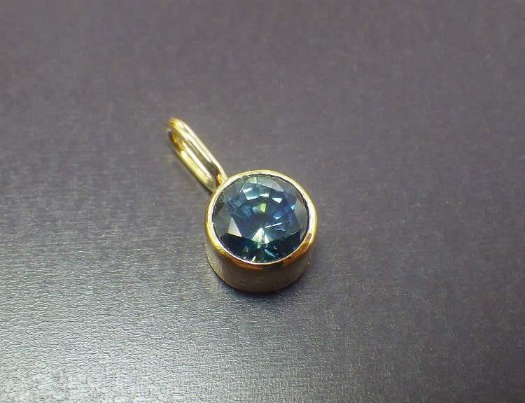 Bicolor Sapphire x 18K Necklacetop Madagascar_1
