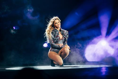 "Video: Beyoncé Dedicates ""Halo"" to Orlando Shooting Victims"