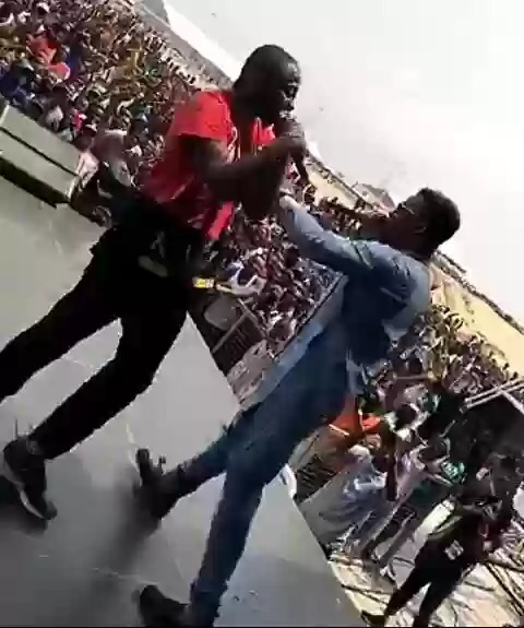 Video: Watch    Olamide And Davido Perform Together At The Lagos City Marathon