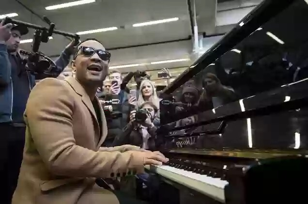John Legend Surprises Commuters In London With Piano Performance