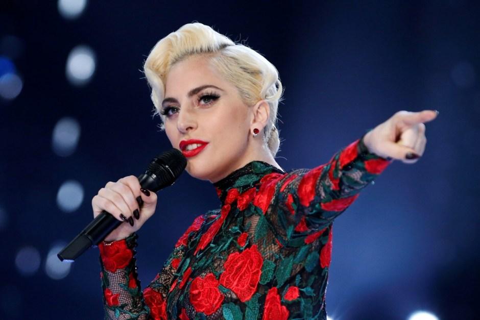 Lady Gaga hospitalized, diagnosed with fibromyalgia