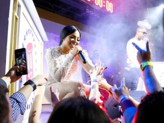 """""""I'm Not A F**king Stripper"""" - Ashanti To Fans After They Throw Money At Her"""