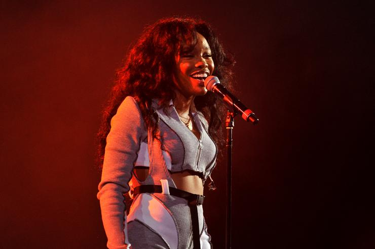 Watch SZA Perform Love Galore and The Weekend On SNL