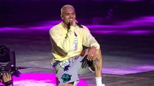 "WATCH CHRIS BROWN PERFORM AT HOT 97'S ""HOT FOR THE HOLIDAYS"" CONCERT"