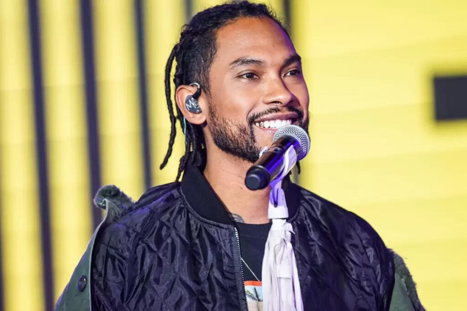 Watch: Miguel Performs on 'TRL,' Talks Grammy Noms, Mexican Heritage & New Album