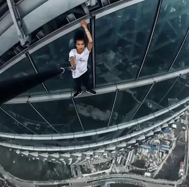 "Popular Chinese ""Rooftopper"" Films Own Death During Skyscraper Stunt (Video)"