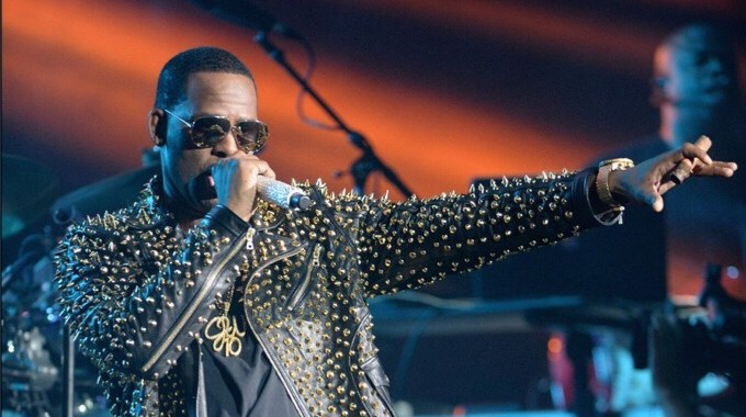 R. Kelly Accused Of Training 14 Year Old Girls As His Pets
