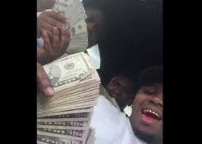 Video surfaces showing xxxtentacion's killers counting the money they took from him