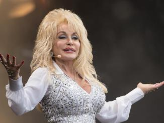 Dolly Parton Donated $1 Million Towards Research For The Covid-19 Vaccine