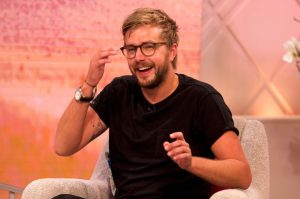 """Iain Stirling Thinks It Would Be """"Great"""" If His Girlfriend Proposed To Him"""