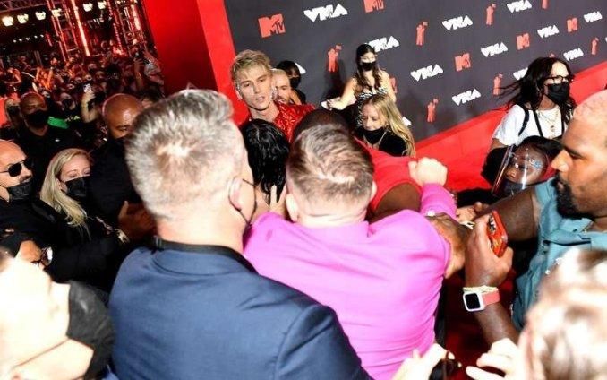 Machine Gun Kelly & Connor McGregor VMAs Fight