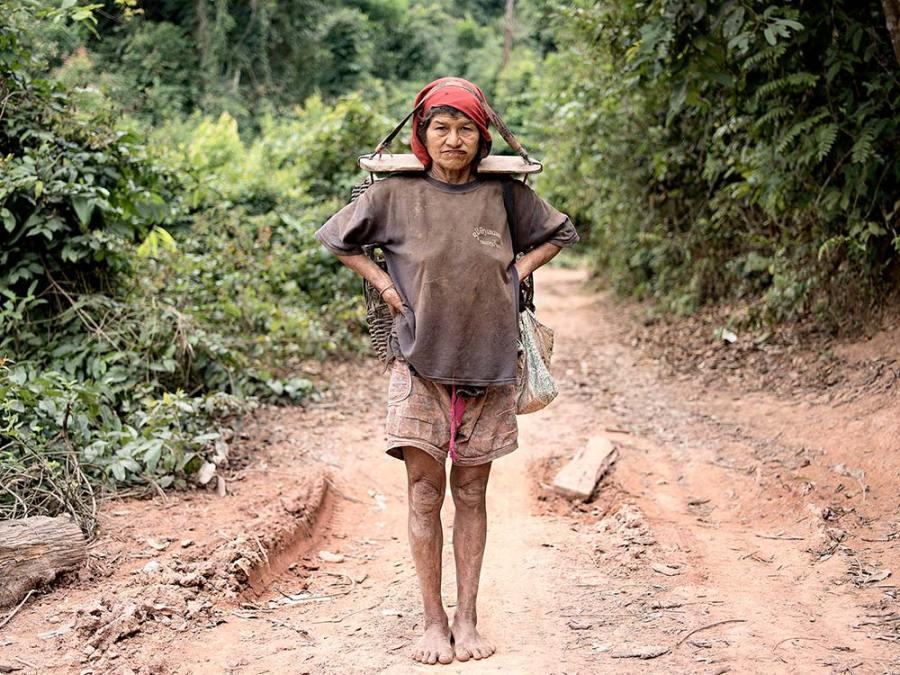 Lena & Teo Dobrowoloska & Ormond-Skeaping, Portrait of Resilience #1 – Akha Village, Luang Namtha, Lao PDR