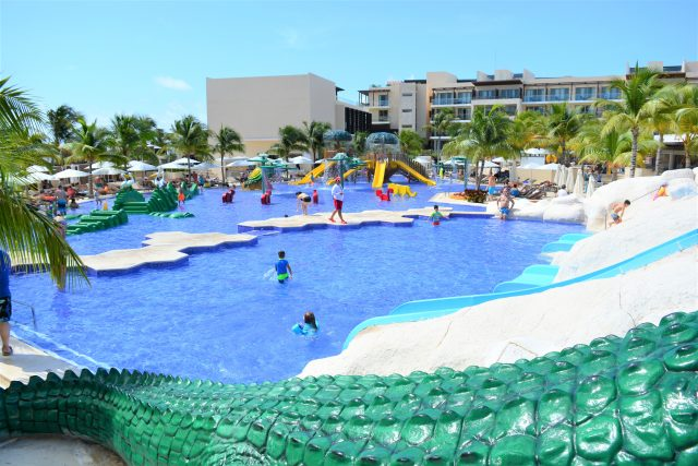 Review of Royalton Riviera Cancun | Luxury Family Travel | Best All Inclusive Resorts for Families | Large Family Travel | Multigenerational Travel | #FamilyTravel | #RoyaltonMoments