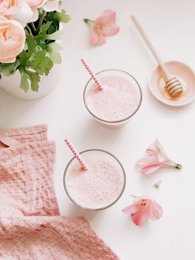 Healthy Strawberry Milkshake Smoothie for Brunch | Mother's Day recipes