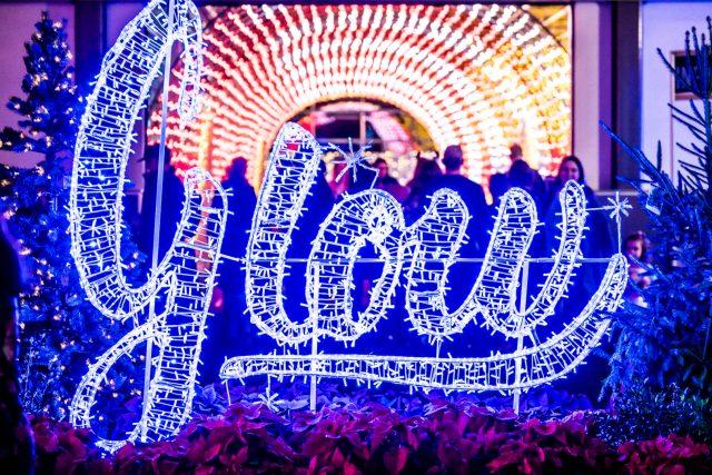 Christmas Glow Toronto Indoor Festival Market