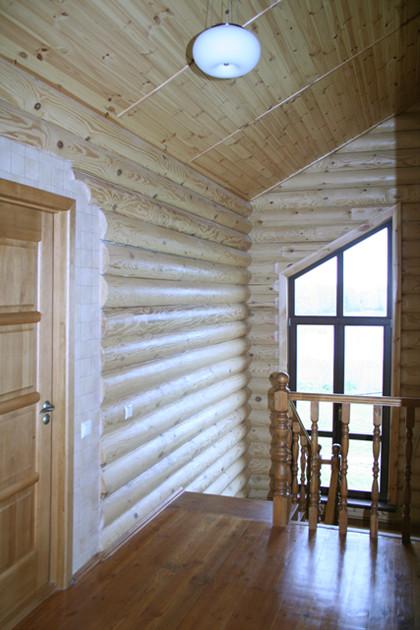 интериор сглобяема къща от дървени цилиндровани трупи