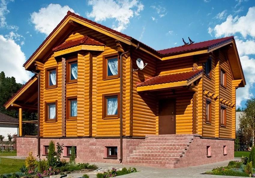 двуетажна дървена къща от механично цилиндровани трупи