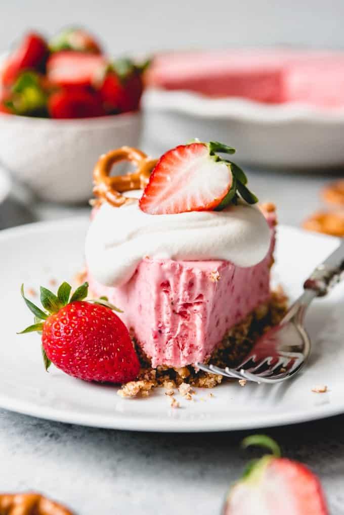 Easy Strawberry Icebox Pie Recipe with Pretzel Pie Crust