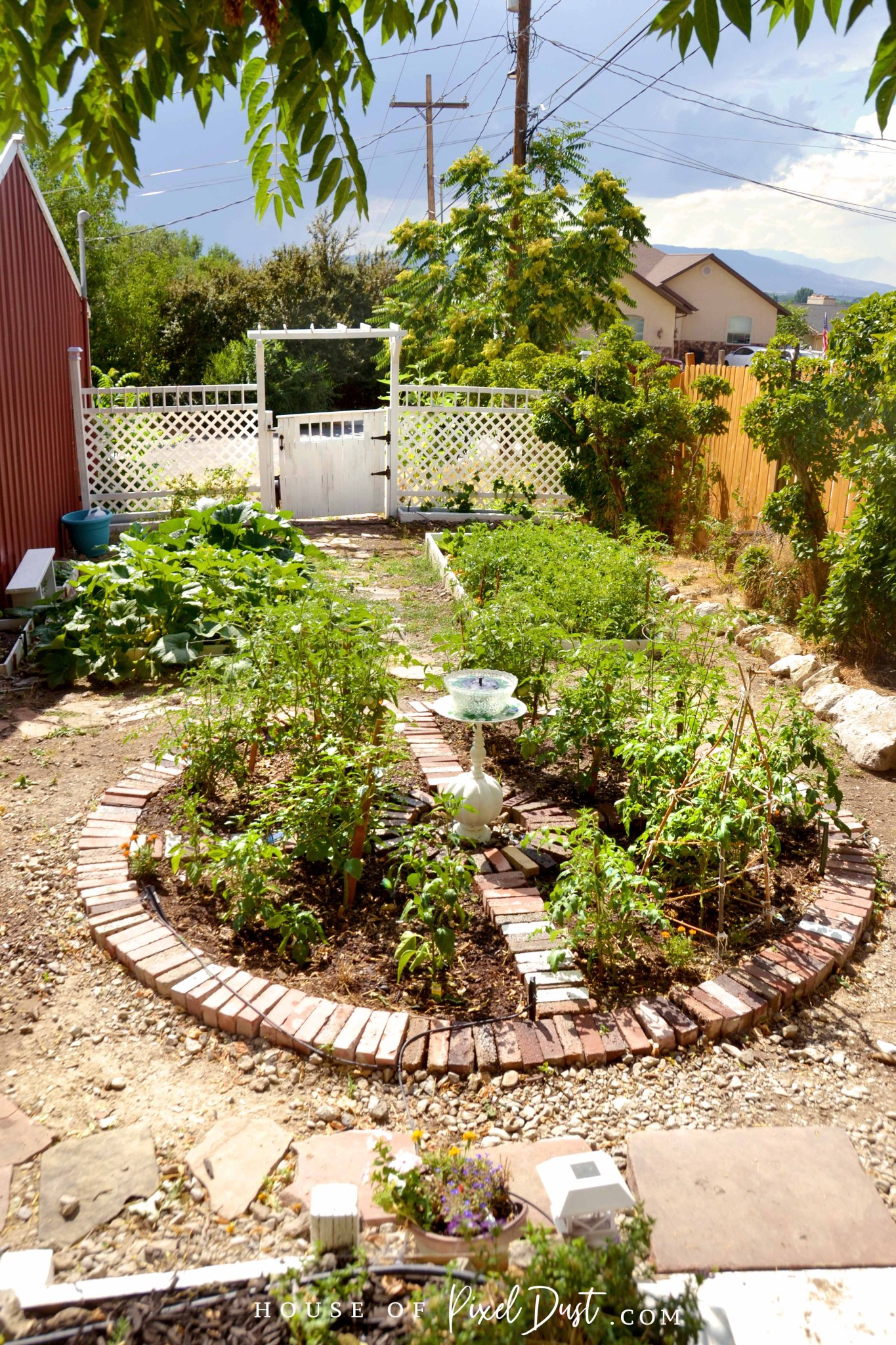 This image has an empty alt attribute; its file name is diy-compass-garden-bed-makeover-07.jpg