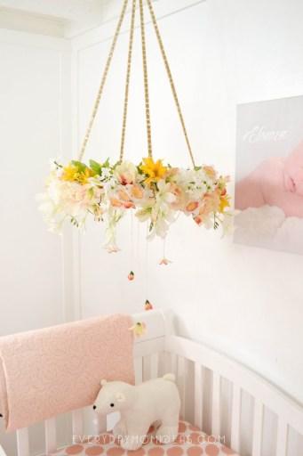 DIY Floral Baby Mobil