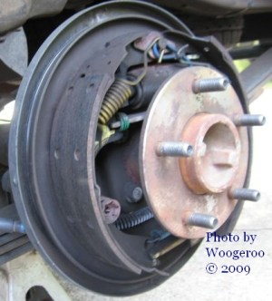 2003 Chevrolet S10 : rear brake drums | House of Woogeroo
