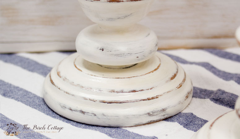 There's no better way to give new life to old candlesticks that with chalk paint!