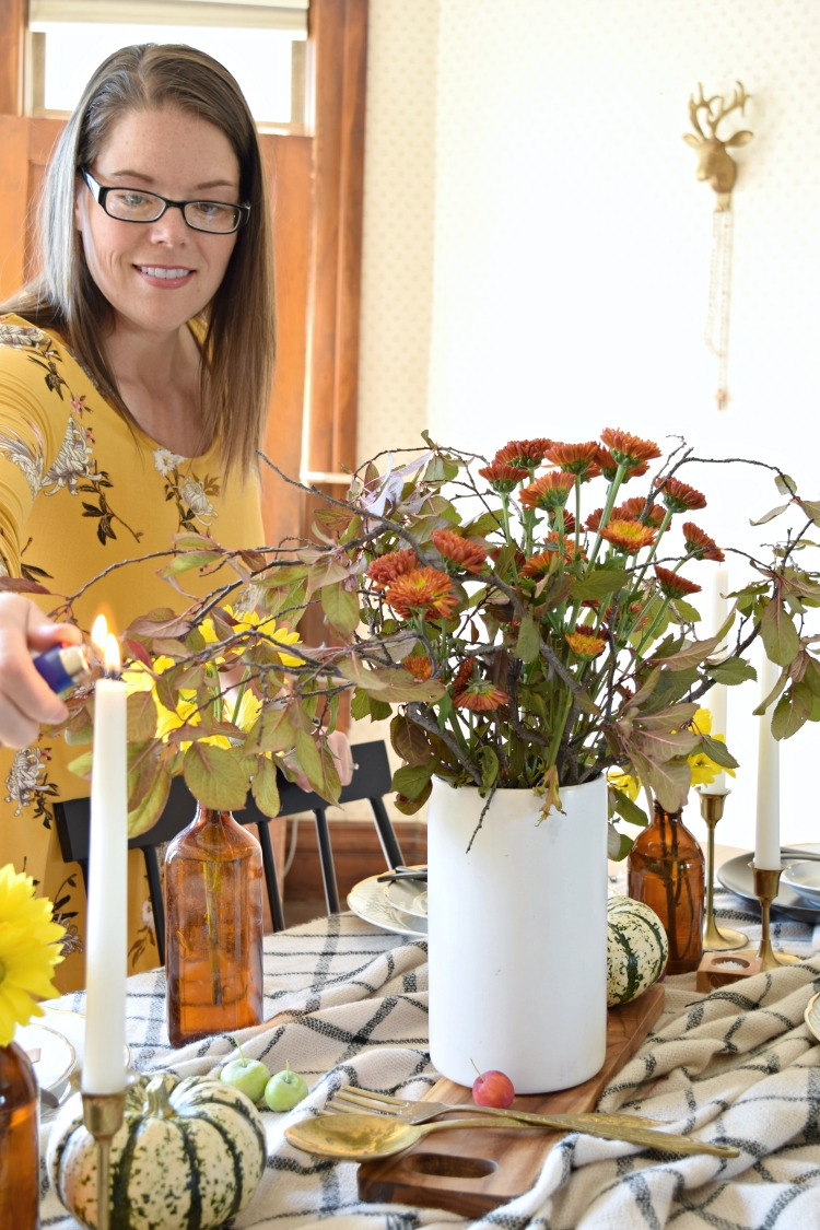 How to gather a pretty fall tablescape from your own backyard!