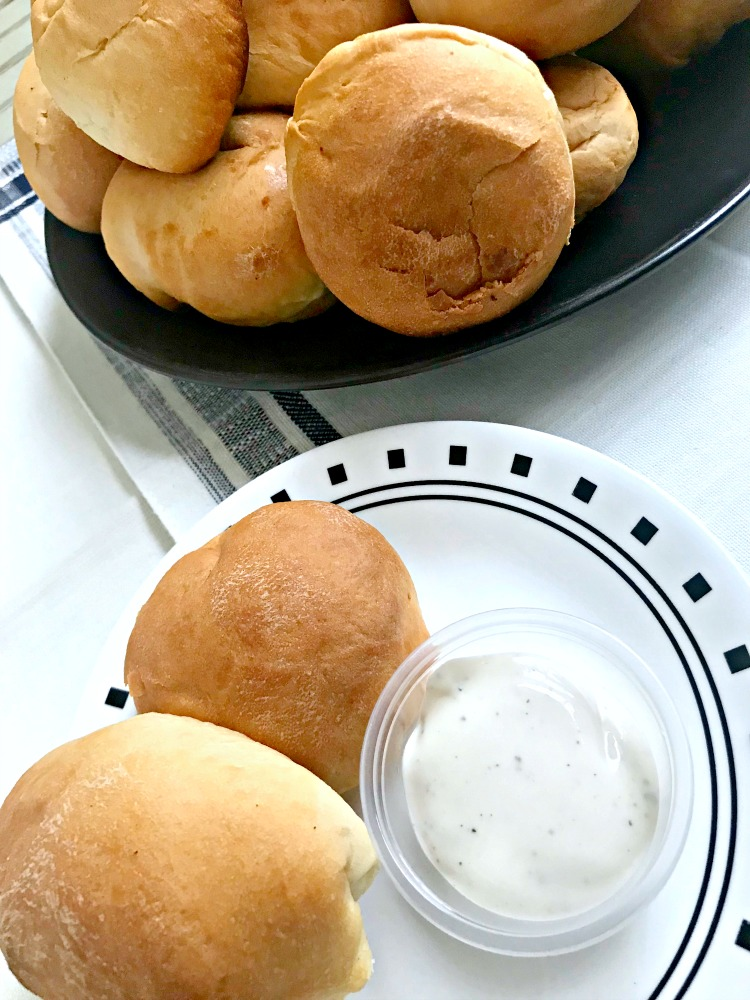 These are the easiest pepperoni rolls to make and they are perfect for school lunches!