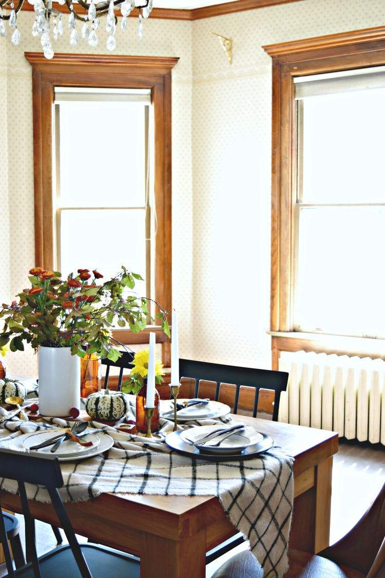 A simple gathered fall tablescape!