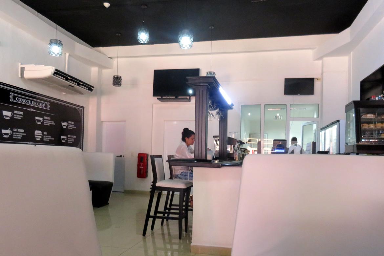 Coffee and Cuban ice cream in Cafe Cubita
