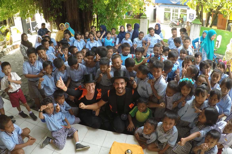 Naranjarte with schools around the world