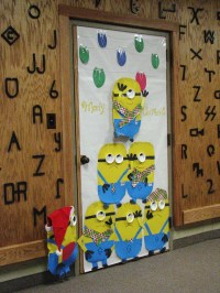 Minion-christmas-door-for-kids