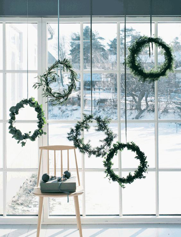15 Christmas Window Decoration with Wreaths and Garlands