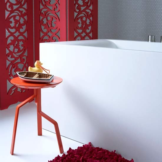 Colourful bathroom screen | Bathroom finishing touches | Bathroom accessories | PHOTO GALLERY | Housetohome