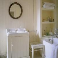 Country-style bathroom | White paint walls | housetohome.co.uk