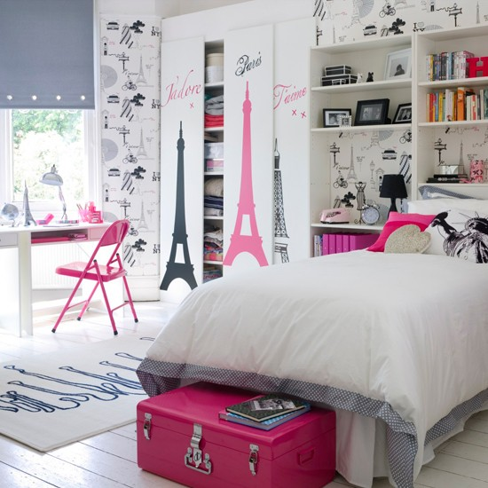 Paris theme girl's bedroom