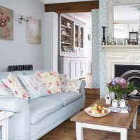 Pretty pastel living room | Vintage decorating idea ...