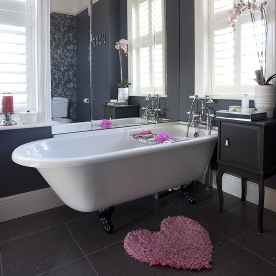 Classic black bathroom