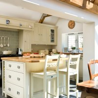 Cream open-plan kitchen with large island | Open-plan ...